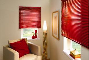 Жалюзи с горизонтальными ламелями для декорирования окон