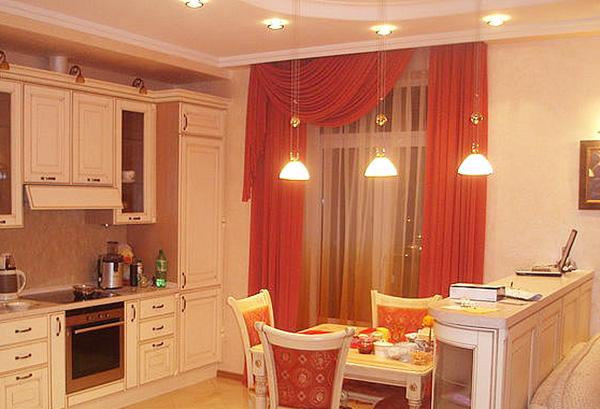 Шторы с ламбрекеном в интерьере кухни
