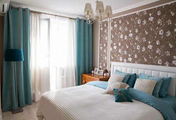 Портьеры в спальню лазурного цвета