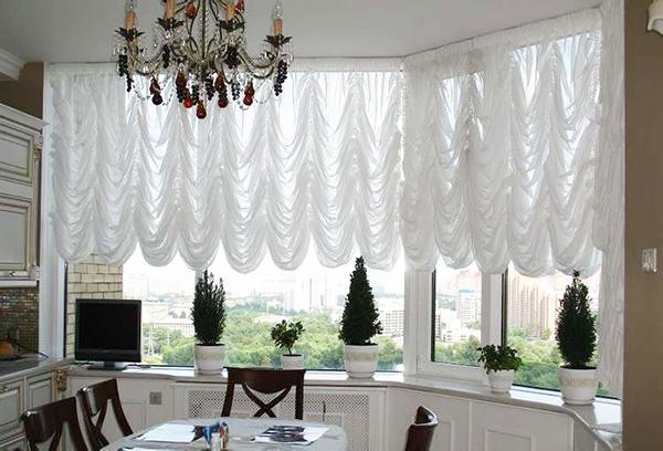 Белоснежные французские шторы на кухню