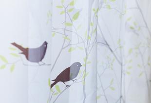 Применение тюля как основного элемента для оформления кухонного окна