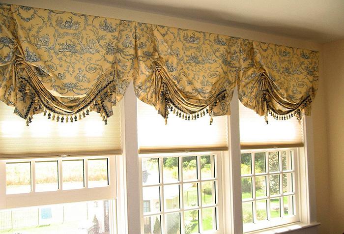 Английские шторы с растительным узором