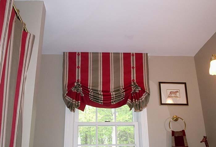 Английская штора из полосатой ткани