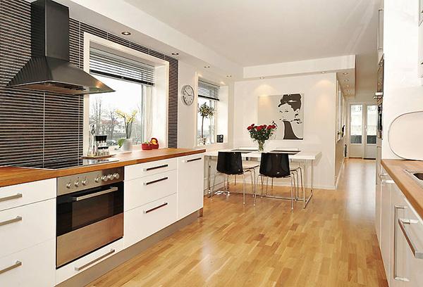Жалюзи в минималистичном интерьере кухни