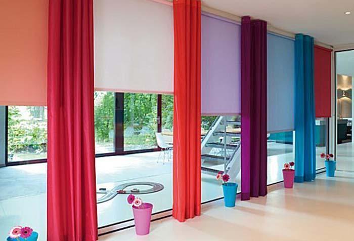 Разноцветные рулонные шторы с портьерами