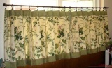Зеленые шторы в гостинной