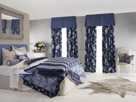 Как правильно использовать синие шторы в интерьере помещения?