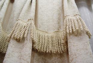 Как подобрать шторы с бахромой и пришить ее своими руками?