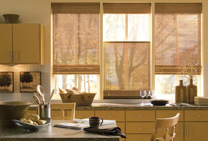 Рулонные шторы на кухне в экостиле