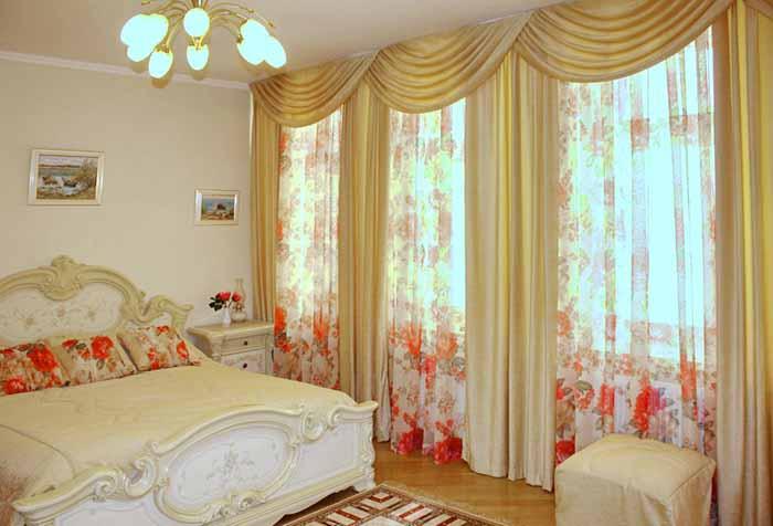 Атласные шторы со свагами для спальни