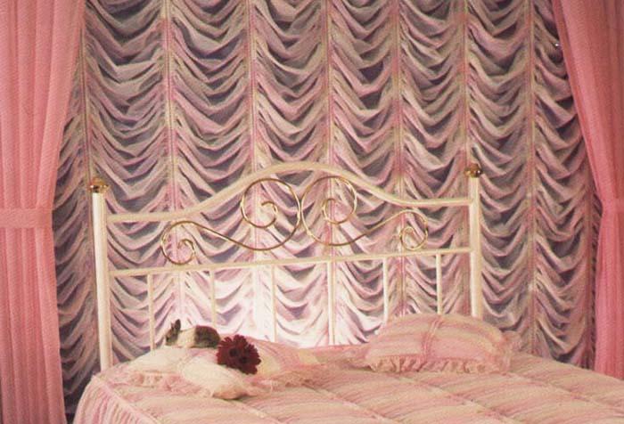 Французские шторы в спальне для девочки