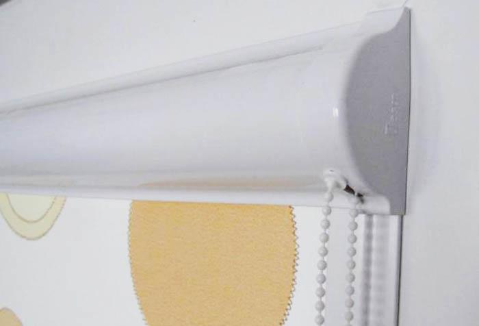 Кассета рулонной шторы и цепочка управления