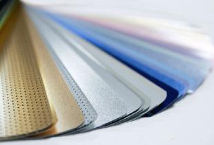 Преимущества и недостатки алюминиевых жалюзи в оформлении оконных проемов