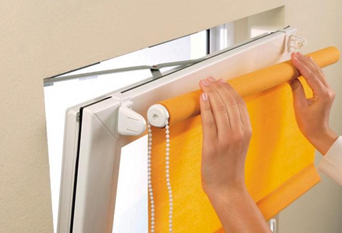 Как вешать рулонные шторы?