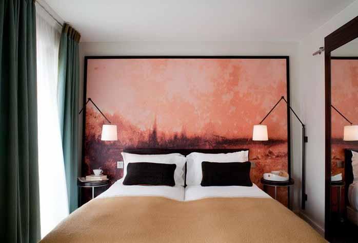 Шторы цвета хвои в спальне