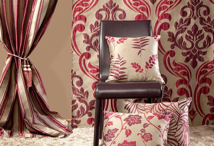 Сочетание красного и бежевого цветов в домашнем текстиле