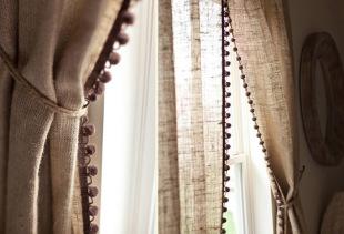 Использование льняных штор в декорировании оконного проема