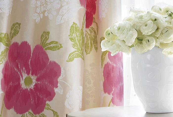 Цветочный принт на шторах