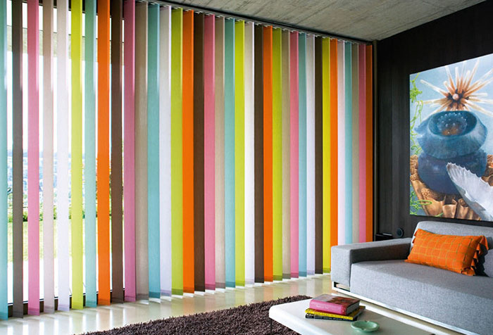 Вертикальные пластиковые жалюзи с разноцветными ламелями