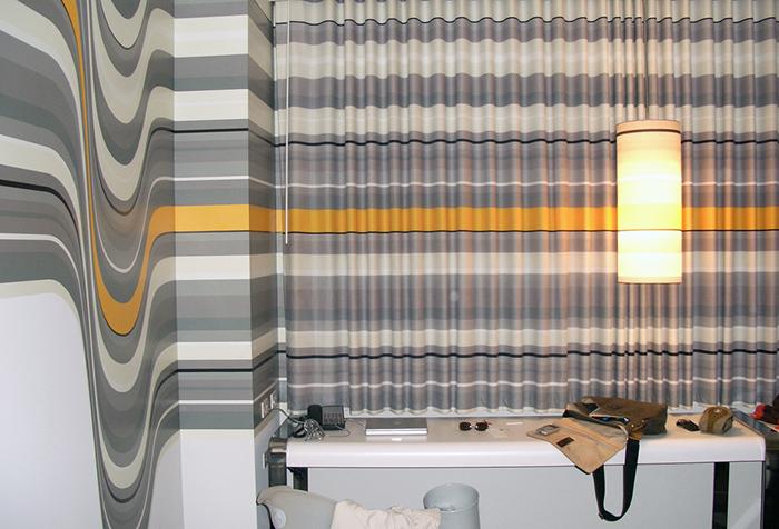 Необычные шторы и обои - оптическая иллюзия