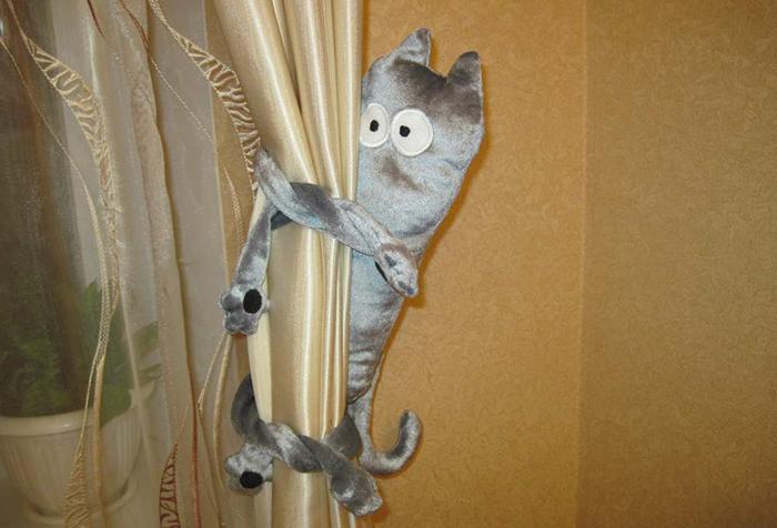 Подхват для шторы в виде котенка