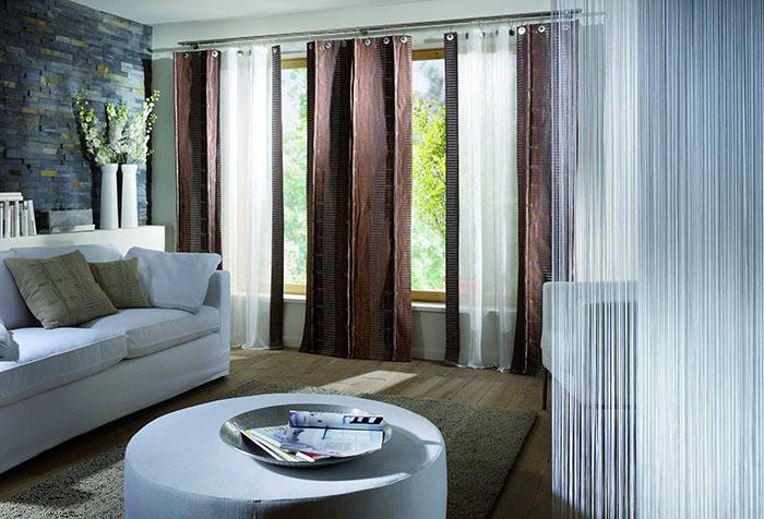 Портьеры в современном стильном интерьере гостиной
