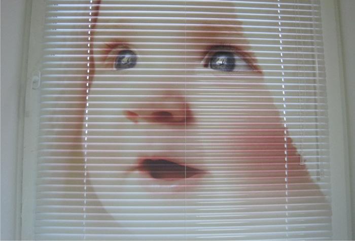 Жалюзи с нанесенным на ламели изображением ребенка
