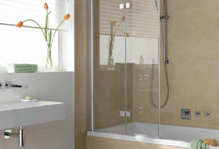 Стационарная стеклянная ширма в ванной