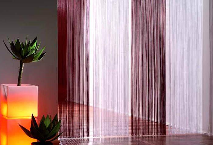 Оформление перехода между помещениями с помощью штор-нитей