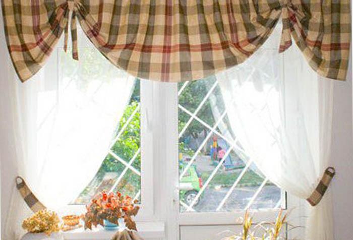 Короткие шторы плюс тюль в деревенском стиле
