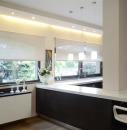 Рулонные шторы на кухне в стиле хай-тек