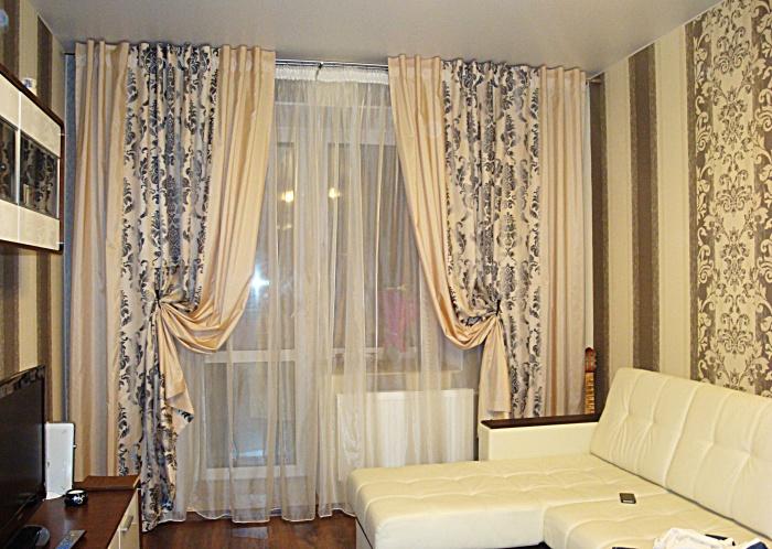 шторы для гостиной с диваном