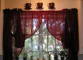 Практические рекомендации к процессу подбора штор на маленькую кухню