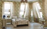 Спальня в стиле прованс с легкими прозрачными шторами