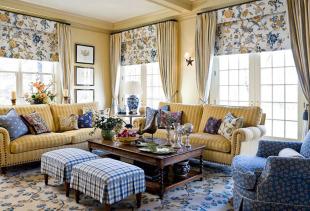 Какой из вариантов штор уместнее в вашей гостиной?