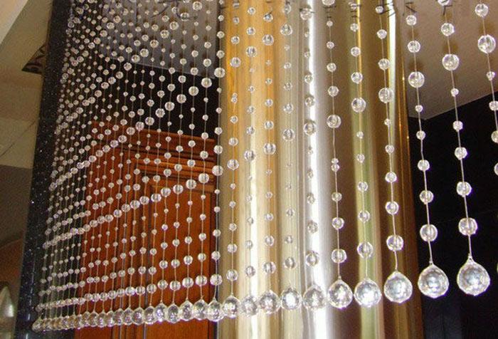 Хрустальная штора в интерьере в стиле хай-тек