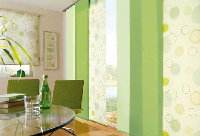 Японские шторы на кухне в зеленых тонах