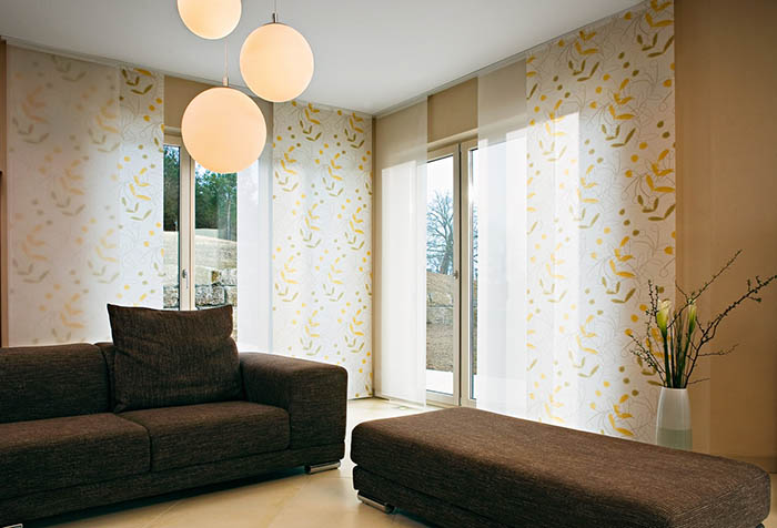 Элегантные японские шторы в гостиной
