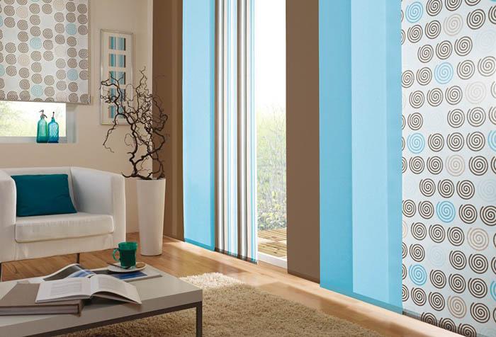 Двухцветные японские панели в современной гостиной