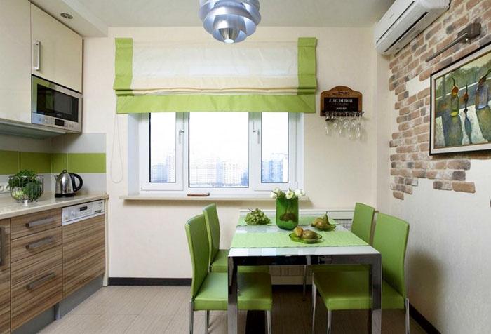 Бело-зеленая римская штора на кухне