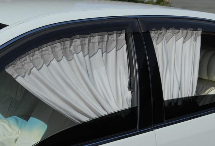 Светлая штора для автомобильных стекол