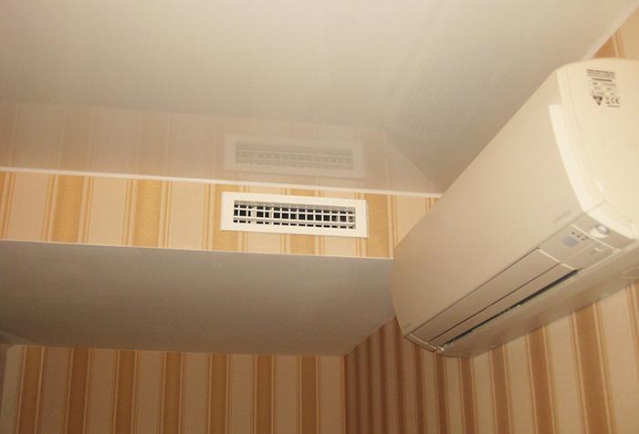 Узкая вентиляционная решетка с регулируемыми ламелями