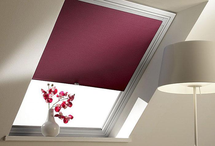 Кассетная рулонная штора на мансардное окно