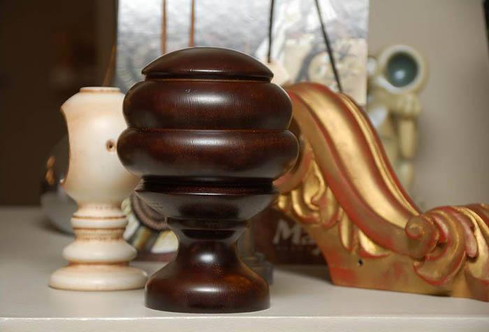 Флерон и кронштейны для деревянных карнизов