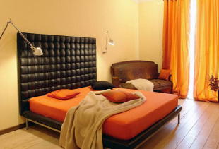 Шторы оранжевого цвета в оформлении жилых комнат