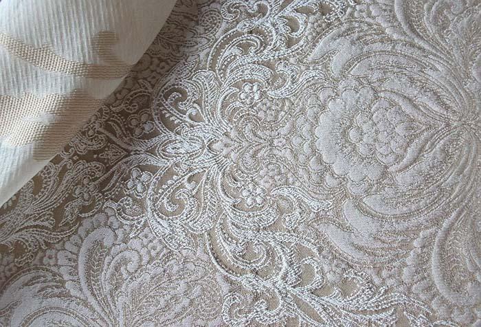 Плотная светлая ткань для штор с узором