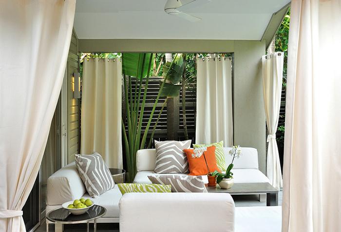 Белые шторы для террасы