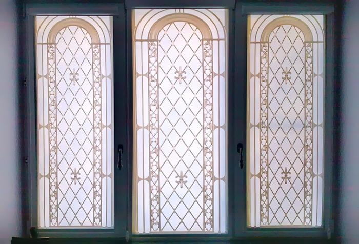 Роликовые шторы с изображением арочных окон