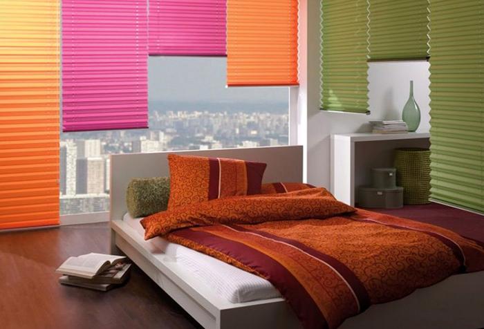 Шторы плиссе в спальне на панорамных окнах