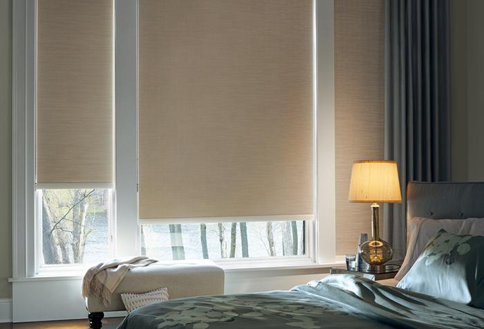 Рулонные шторы из ткани бэкаут в спальне
